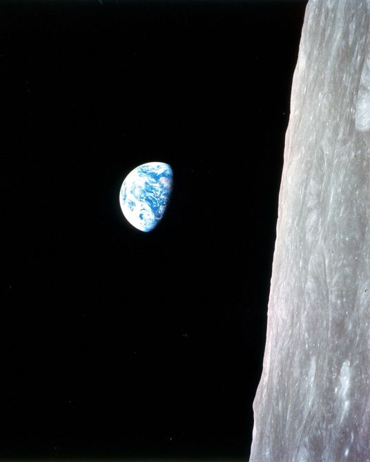 1024px-Earthrise_-_Apollo_8_(9460163430)